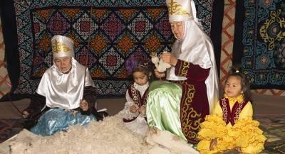 Родители носящих платки школьниц задержаны в Казахстане