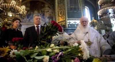 В РПЦ задались вопросом вероисповедания Порошенко