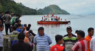 Люди погибли при пожаре на корабле у берегов Индонезии