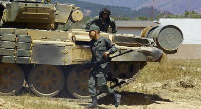 Как Мадуро удаётся избегать военного переворота