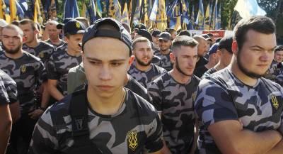 Автомобили дипломатов РФ облили «нечистотами» в Киеве