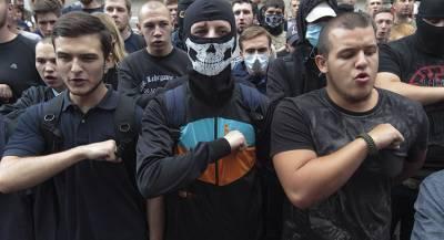Украинские радикалы напали на кафе за карту без Крыма