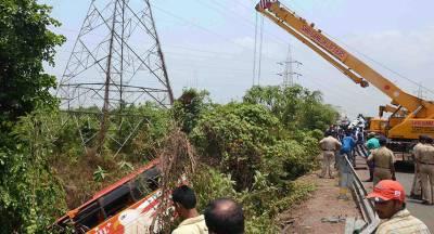 Пассажирский автобус рухнул в ущелье в Индии