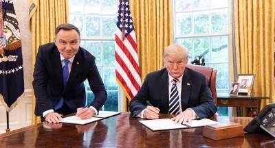 Польский канал уволил сотрудника за фото Трампа и Дуды