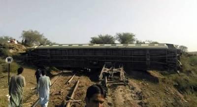 Пассажирский поезд сошёл с рельсов в Пакистане