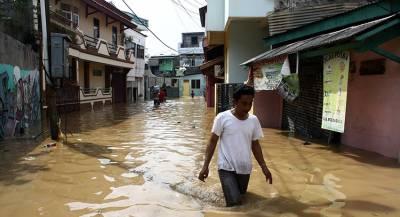 Жертвами цунами в Индонезии стали сотни людей