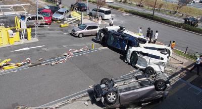 Люди пострадали в Японии из-за сильного ветра