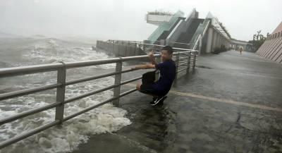 Тайфун «Трами» парализовал юг Японии