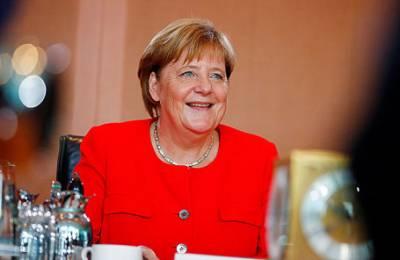 Зачем Меркель большое закавказское турне?