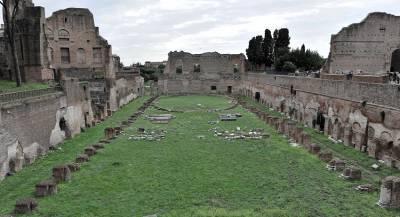 В Италии рухнула часть стены Римского Форума