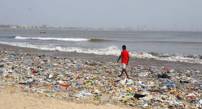 Житель Туниса в одиночку чистит побережье страны от свалок