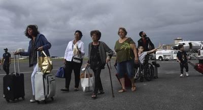 В США из-за урагана отменили более тысячи авиарейсов