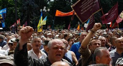 Активисты наведались к дому главы МВД Украины