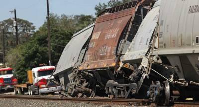 В США поезд упал в реку