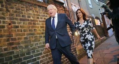 Жена лишает Джонсона кресла премьера после измены