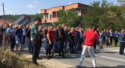 Албанцы заблокировали дорогу Вучичу в Косове