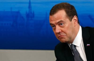 Странный голос Дмитрия Медведева