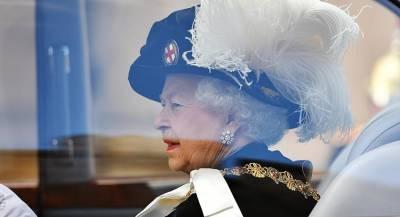 У Елизаветы II есть третья рука
