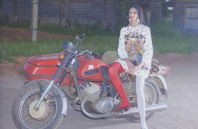 Высокая мода в архангельской деревне. В соцсетях возмутились новым Vogue