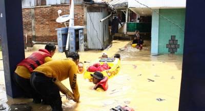 Россиян среди жертв цунами в Индонезии вероятно нет