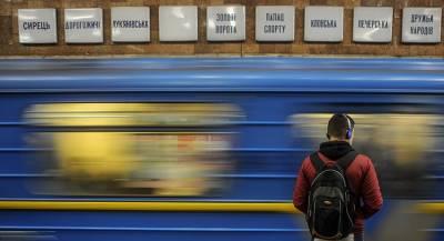 Неизвестное вещество распылили в метро Киева