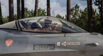 Истребители F-16 подняли в воздух из-за авиадебошира
