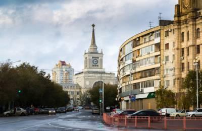 «Магазины на день закрылись, чтобы пережить этот бардак». Как в Волгограде отнеслись к переходу на местное время?