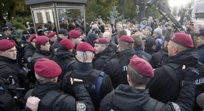 В Киеве проходят столкновения националистов с полицией