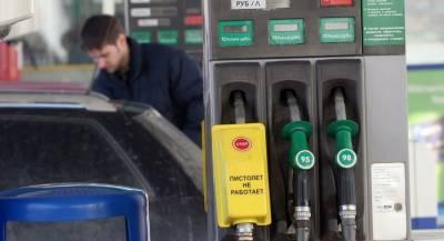 В Ашхабаде массово скупают бензин
