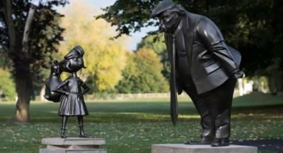 В Великобритании появилась статуя разгневанного Трампа