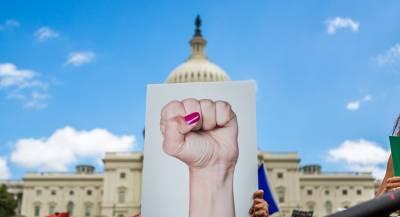 США продвигают демократию в России за деньги фондов