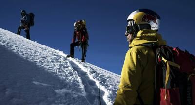 Альпинисты погибли при восхождении на гору в Непале