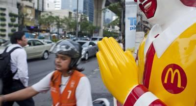 McDonald's извинился за отказ бесплатно напоить клиентов