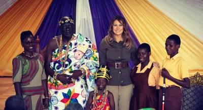 Меланью Трамп осудили за наряд в Африке