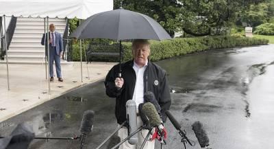 Трамп оставил жену мокнуть под дождём