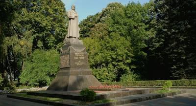 Памятник советскому генералу пытались снести в Киеве