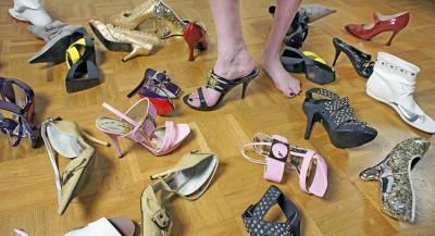 Итальянок наказали за туфли на высоком каблуке