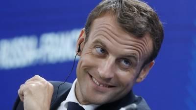 Макрон отказался принять отставку главы МВД Франции