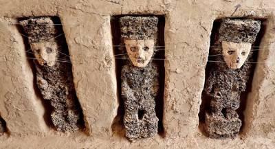 Древние идолы в глиняных масках найдены в Перу