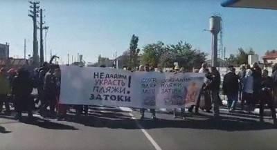 Жители посёлка перекрыли трассу на Украине