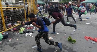Гондурасские мигранты с боем прорывались в Мексику