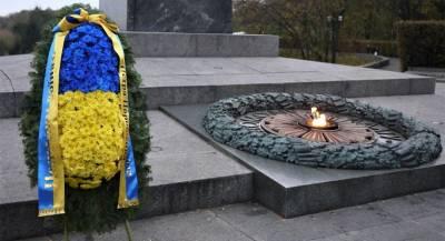 Порошенко поздравил украинцев с годовщиной изгнания нацистов