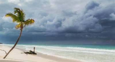На Мексику надвигается мощный ураган «Уилла»