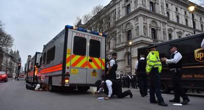 Мужчина с мачете напал на супермаркет в Англии