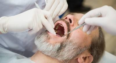 Житель Индии проглотил зубы и питался через зонд