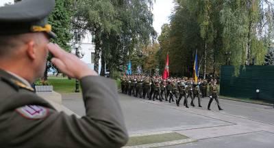 На Украине официально сменили воинское приветствие