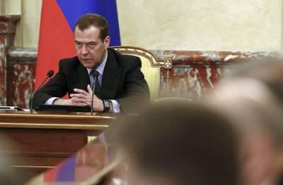 Медведев пригрозил нефтяникам введением заградительной пошлины