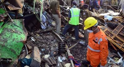 В Индии при крушении поезда погибли люди