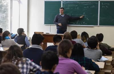 Средняя зарплата московского учителя — 105 тысяч. Что об этом думают сами преподаватели?