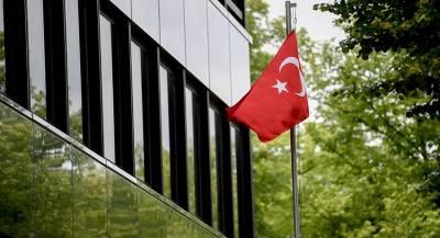 Турция отозвала посла в Уганде из-за древнегреческой одежды